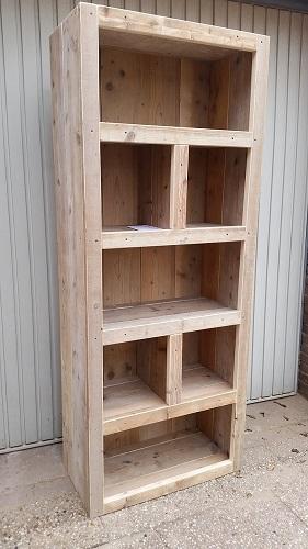 Boekenkast vakken steigerhout