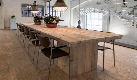 Tafels voor in vergaderruimte - steigerhout